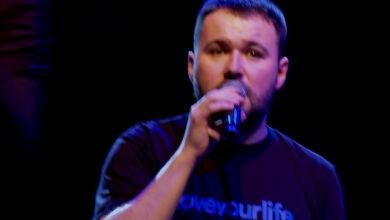 Photo of Schmidt Electric feat. Ten Typ Mes i Łukasz Stasiak – Studio, Scena, Łóżko (live)